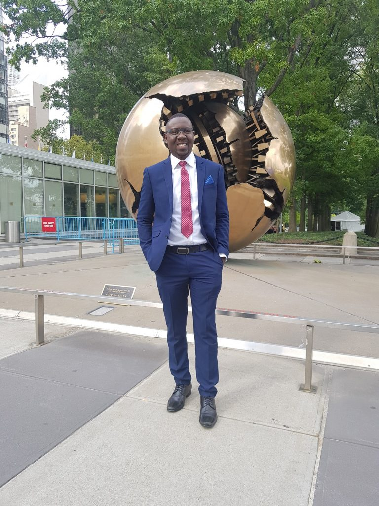 Franklin Yayra Adorsu-Djentuh at UNGA73 with globe